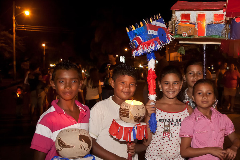 Children with faroles at parade in Costa Rica