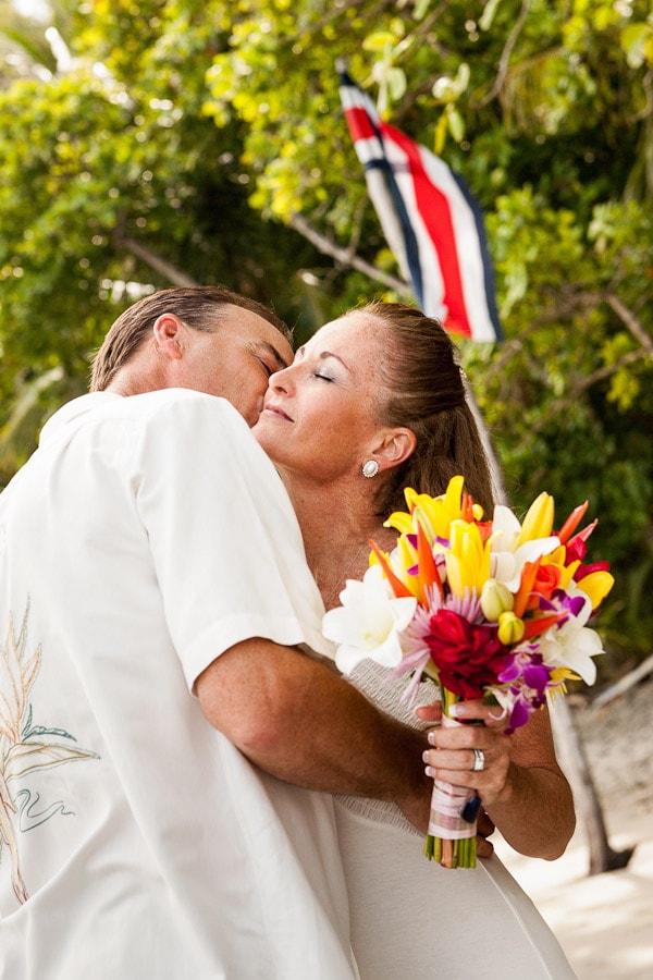 Classy wedding photo on the beach with the Costa Rican flag