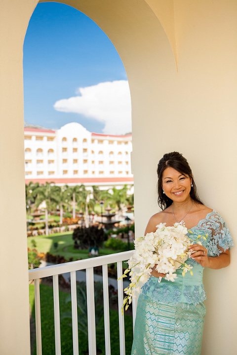 Bride with bouquet in Costa Rica