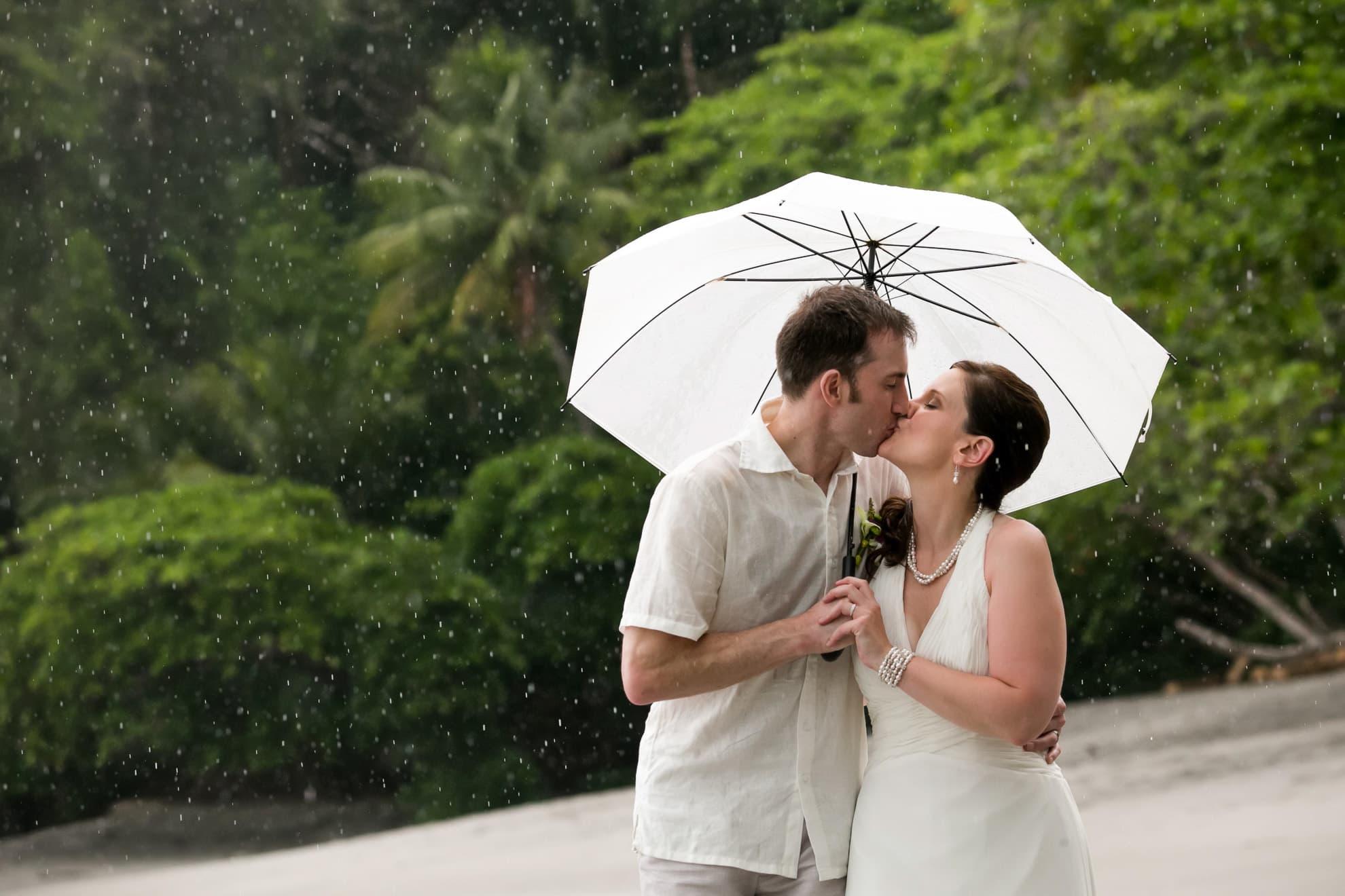 Wedding in the rain in Costa Rica.