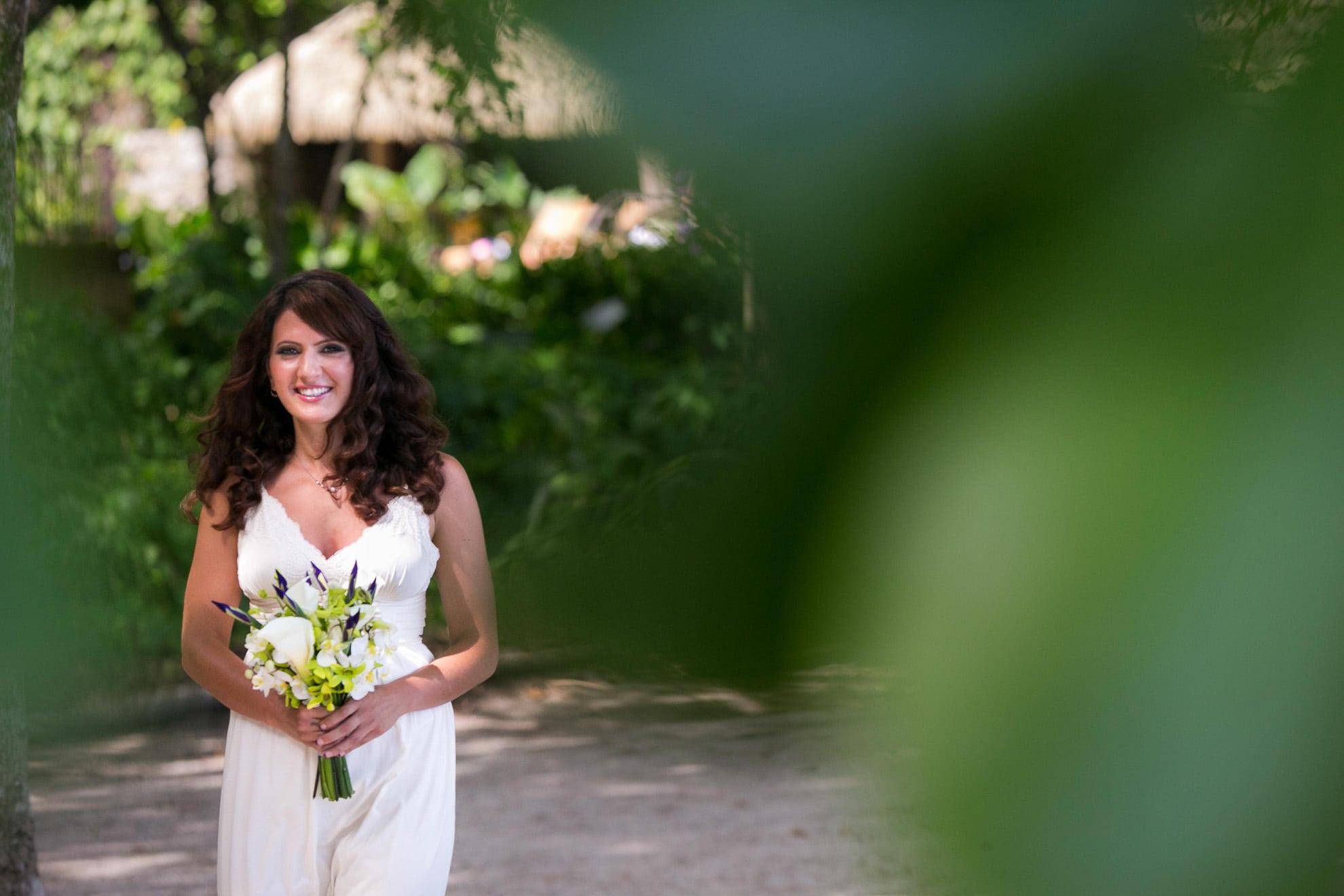 Bride walking to Ceremony in Arenas del Mar.