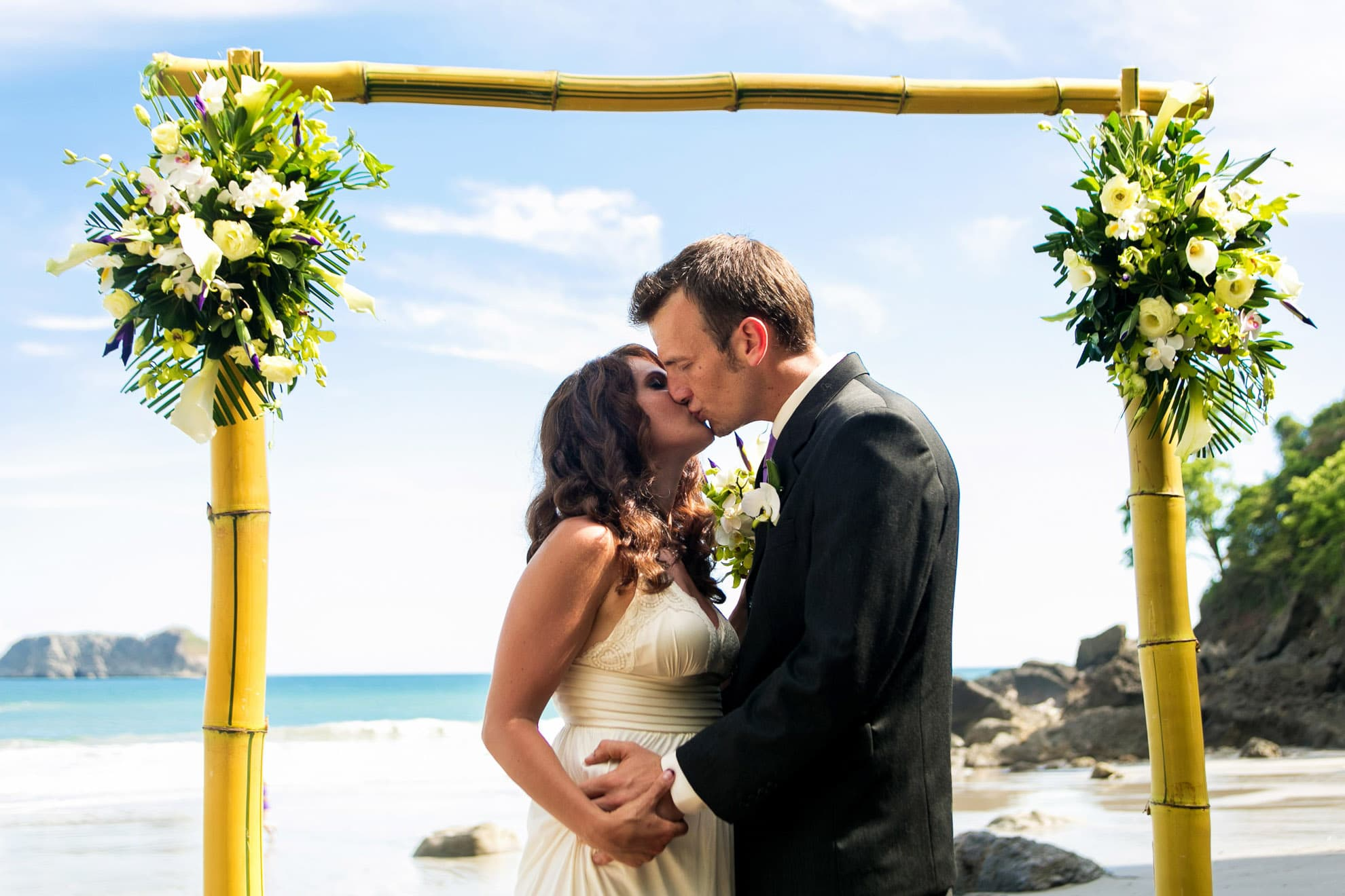 Beach wedding at Areas del Mar, Manuel Antonio.