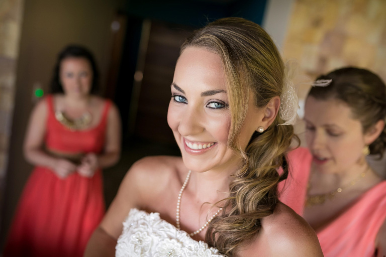 Bride getting ready in Villa Punto de Vista
