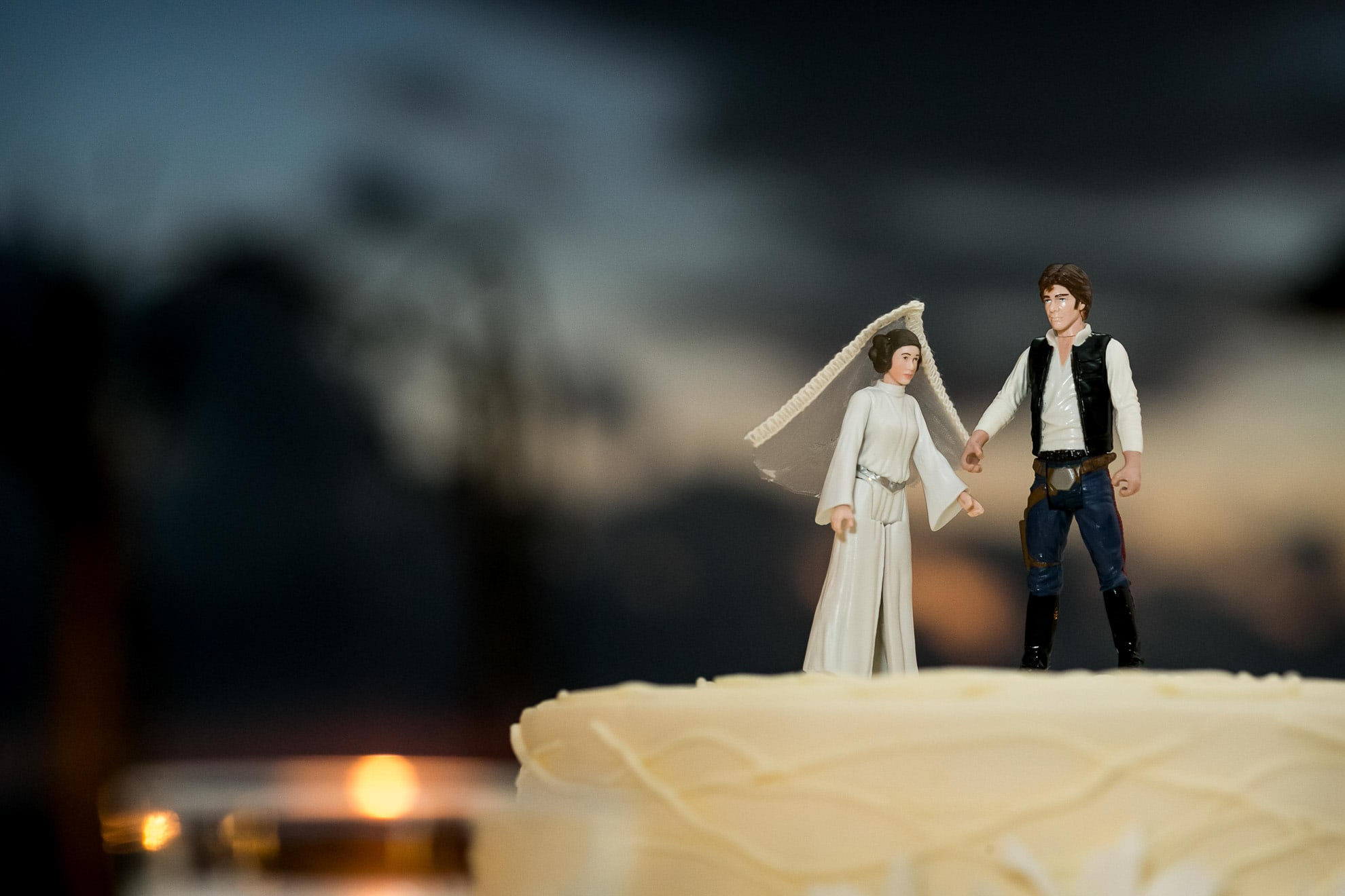 Star wars cake topper with Princess Leia and Han Solo.