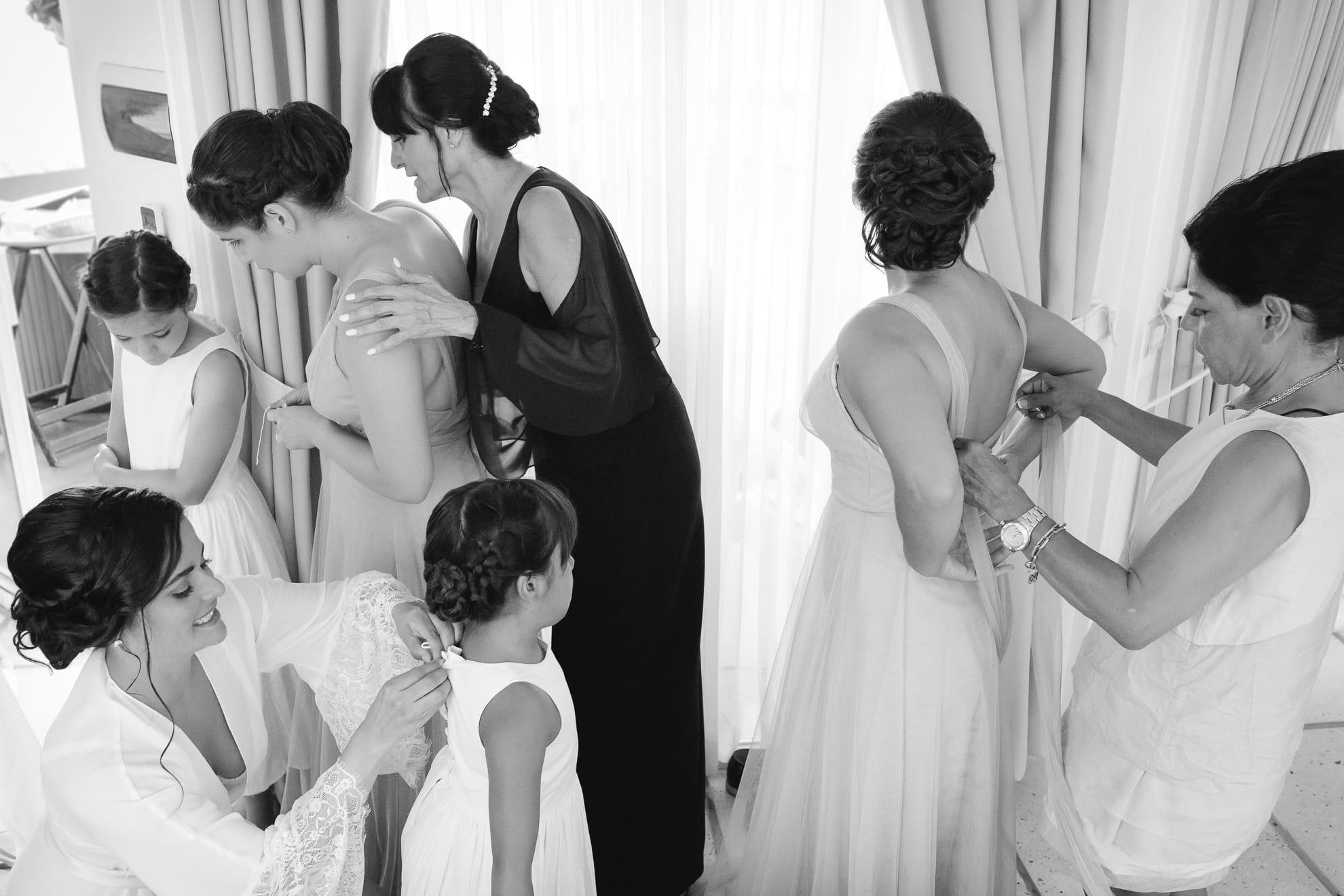 bridal party preparations La Mariposa: a place for paradise weddings