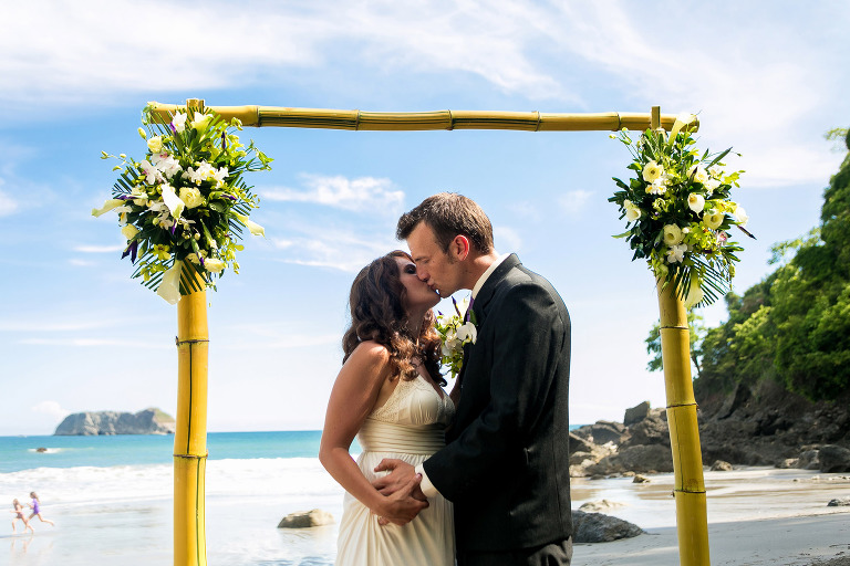 Getting married on the beach at Arenas del Mar in Costa Rica