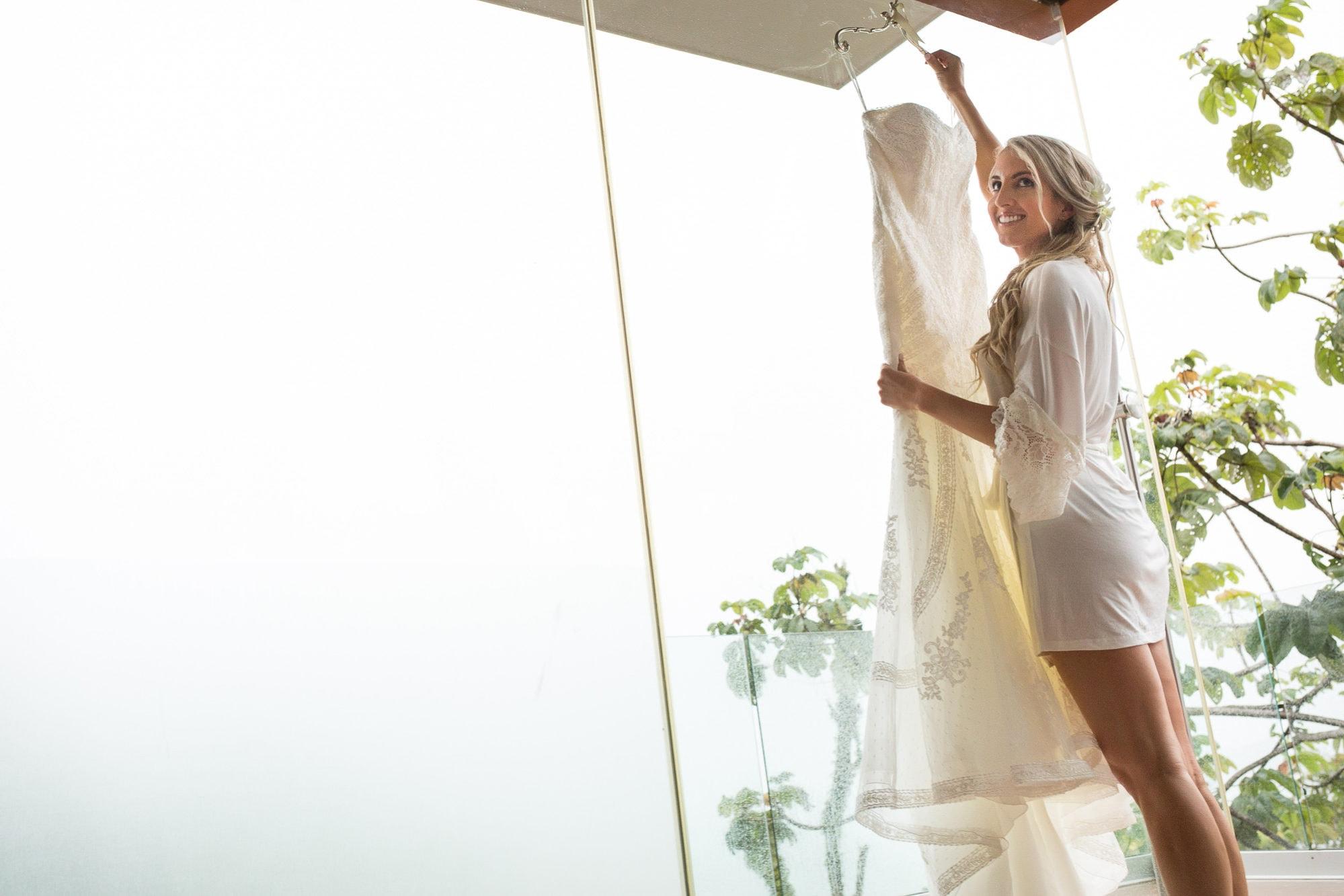 wedding dress at punto de vista