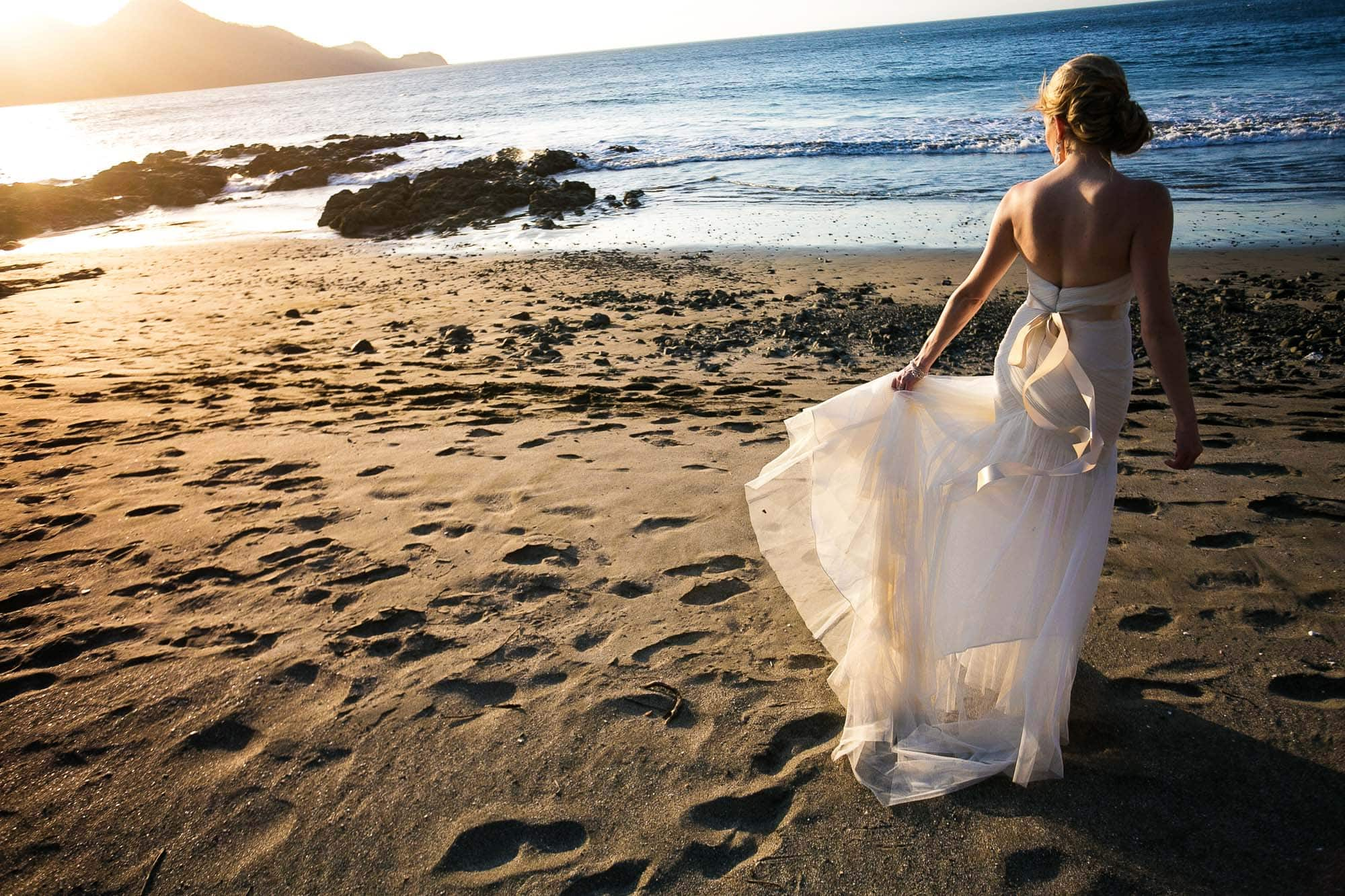bride with sunset in costa rica