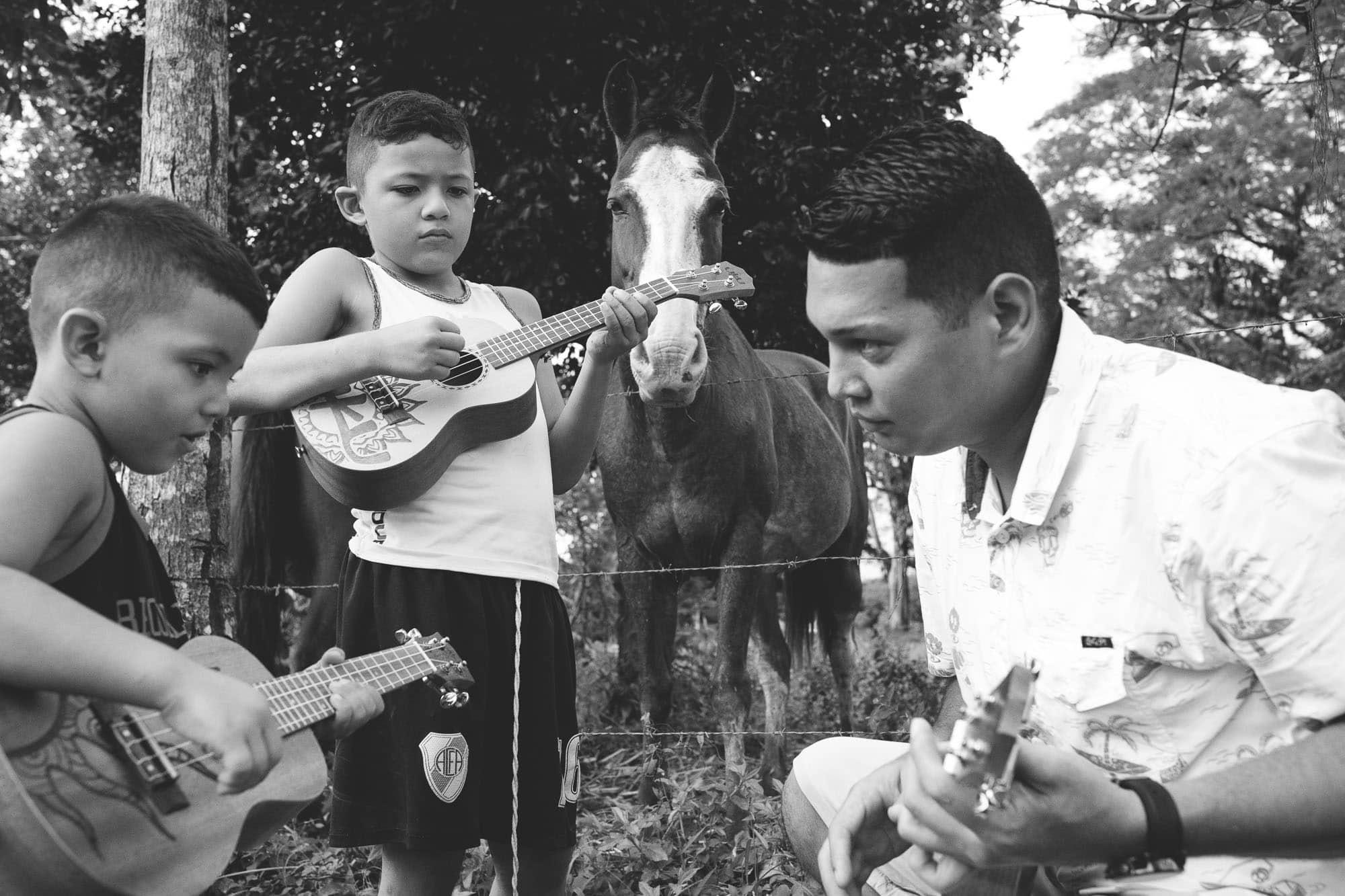 kids learning ukulele