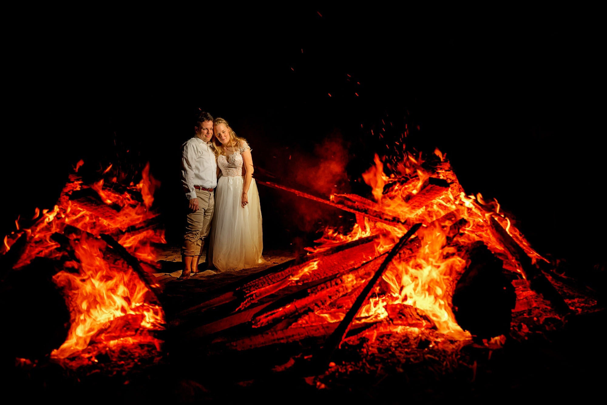 Creative wedding photography: shooting through the bonfire