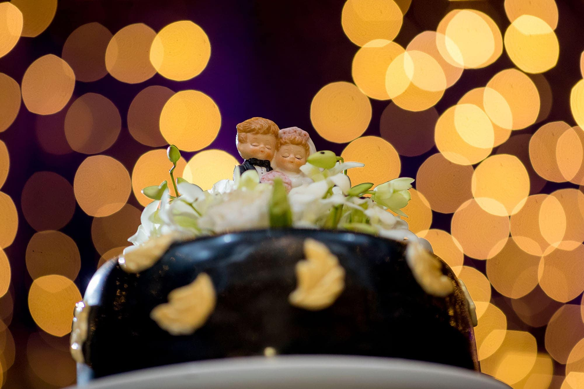 A shot of the top of the cake with plenty of bokeh blur behind it