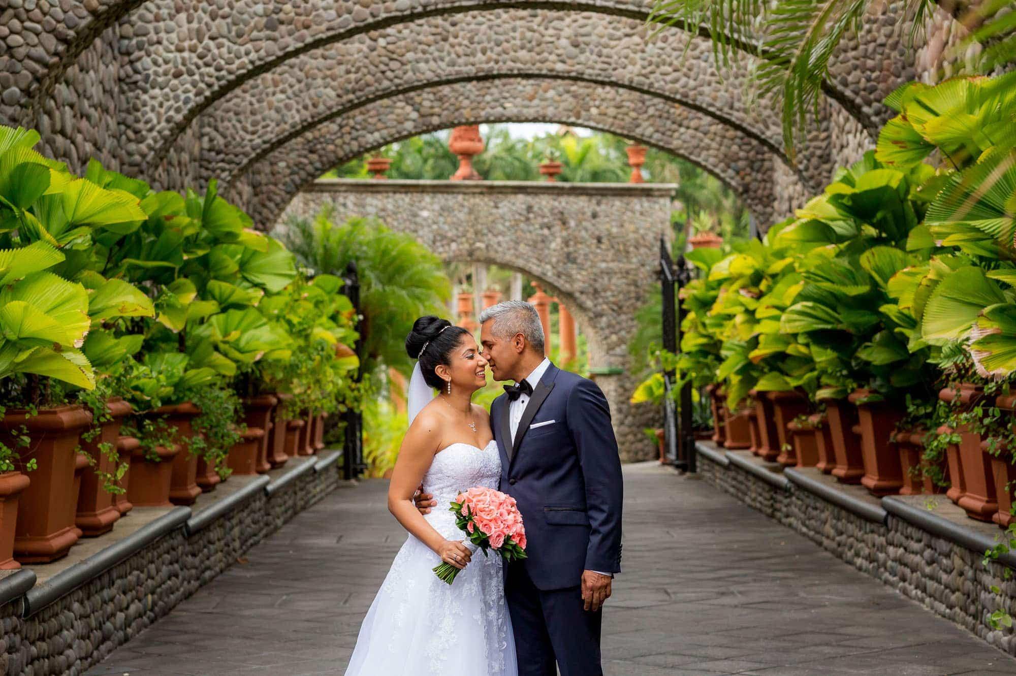 A symbolic wedding in Villa Caletas