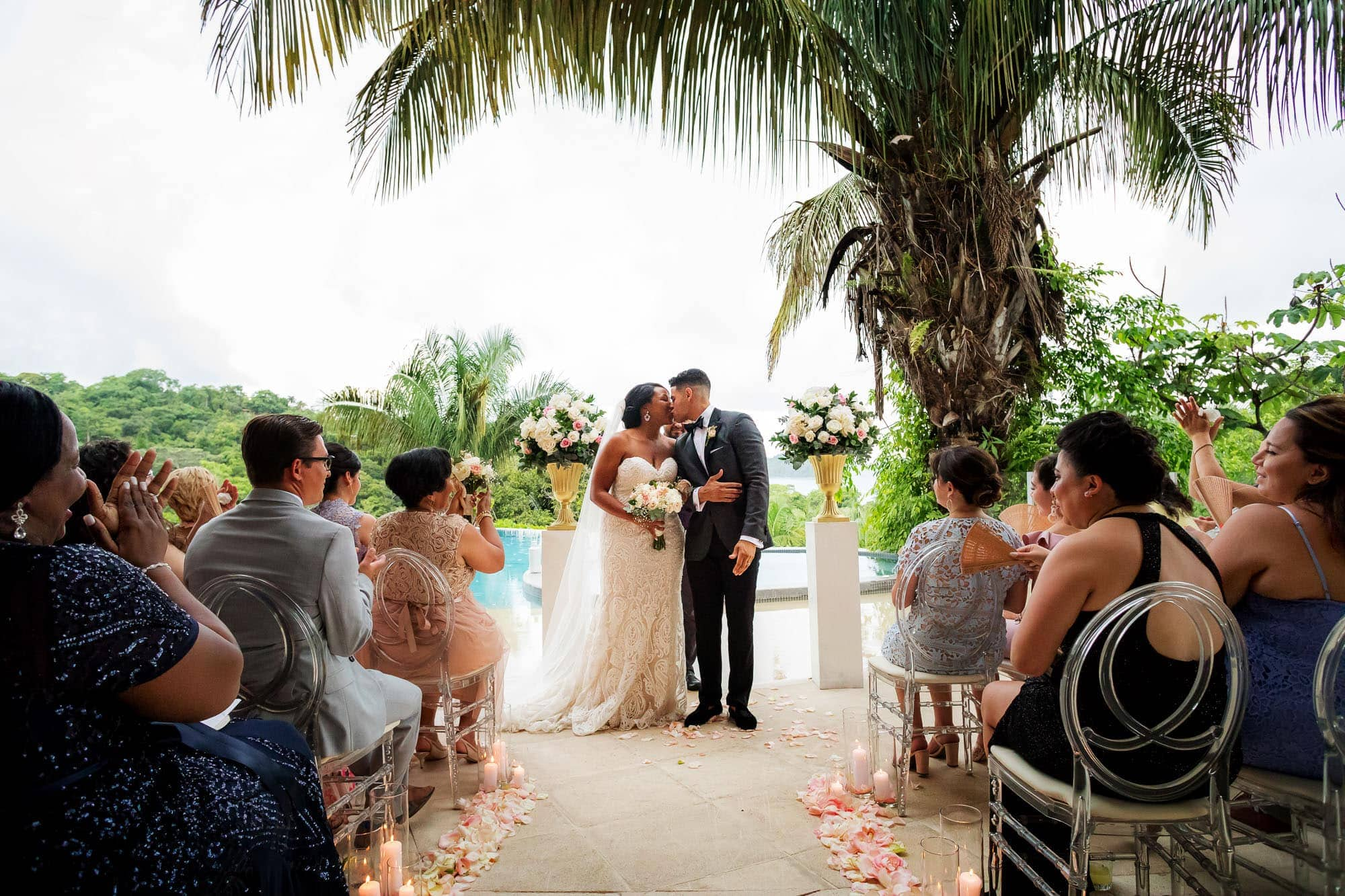 Wedding venue ideas: in front a pool with a breathtaking view