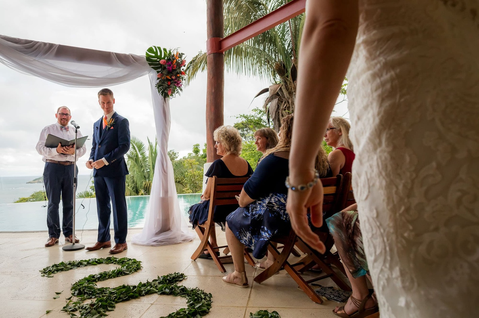 groom seeing bride for first time in costa rica