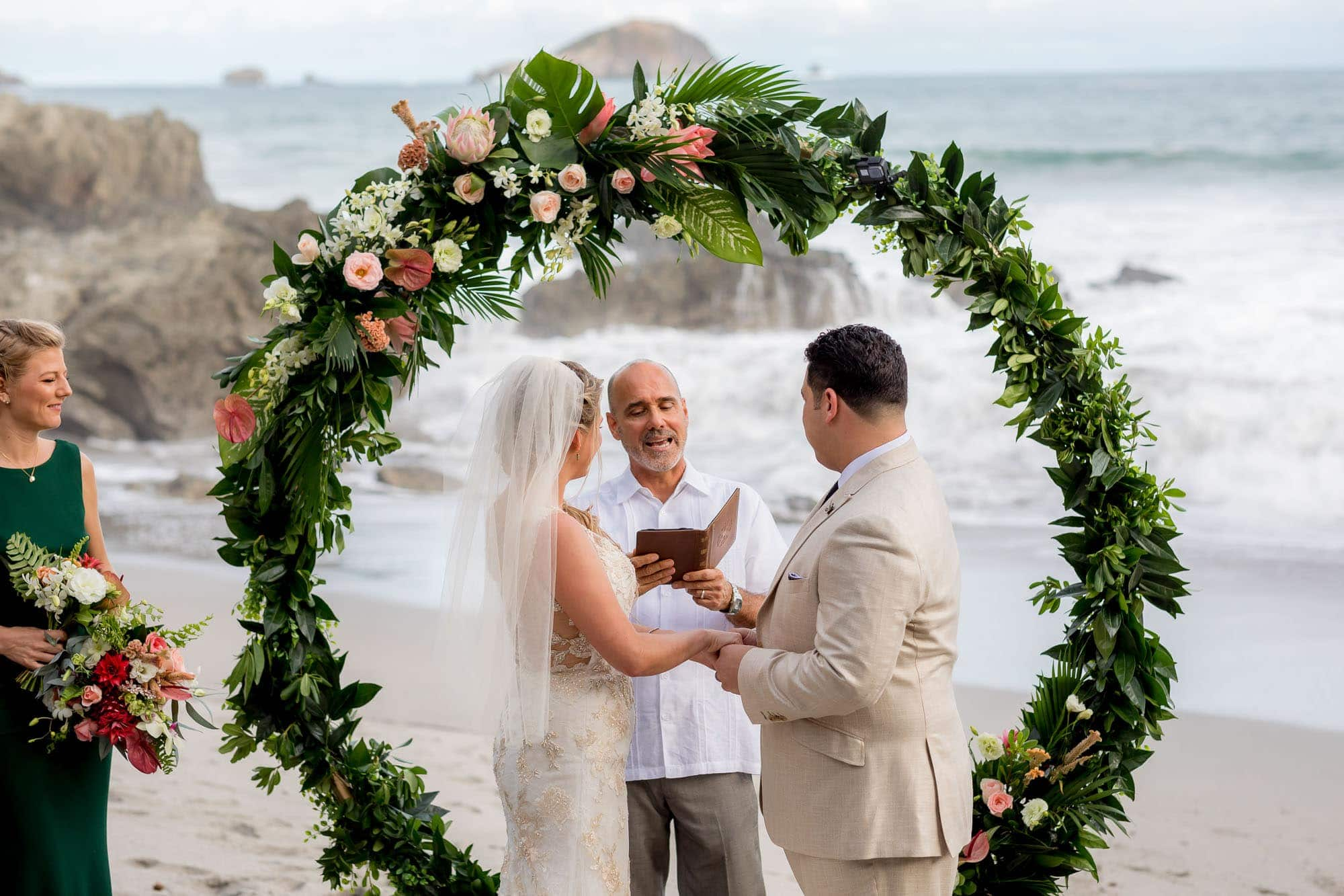 Getting married arenas del mar