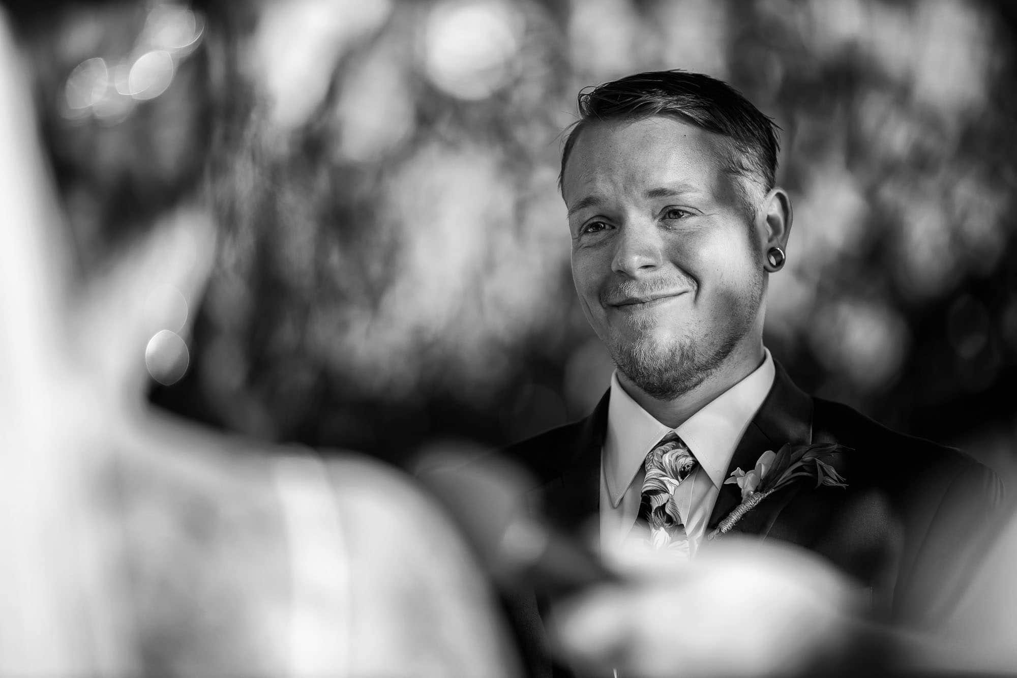 Close up of the groom´s face during the ceremony